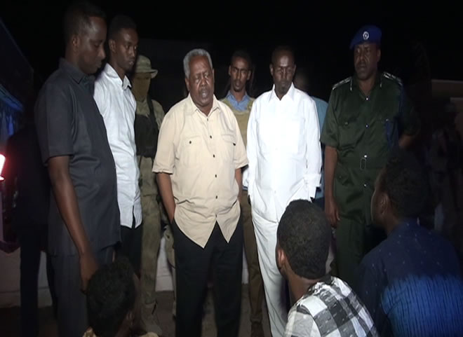 Somali intelligence agency chief Gen Abdullah Gafow (centre) inspects site of attack (Photo: State Media).