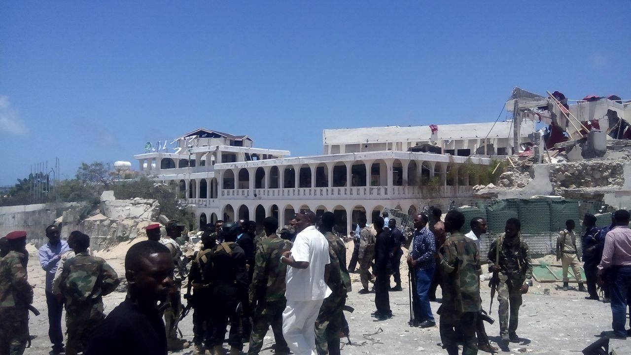 The truck bomb destroyed parts SYL hotel near Somali palace (Photo: SONNA)