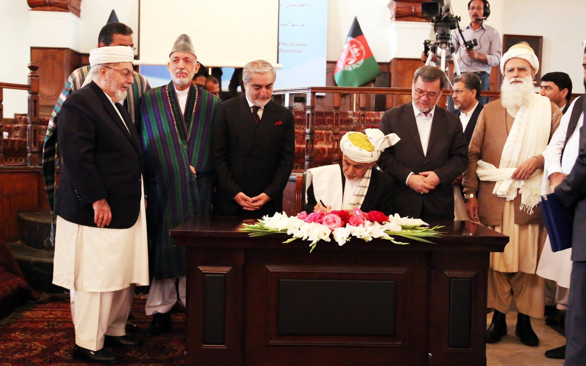 Afghan President ink peace deal with Hekmatyar [Photo from Habiburrahman Hekmatyar account]